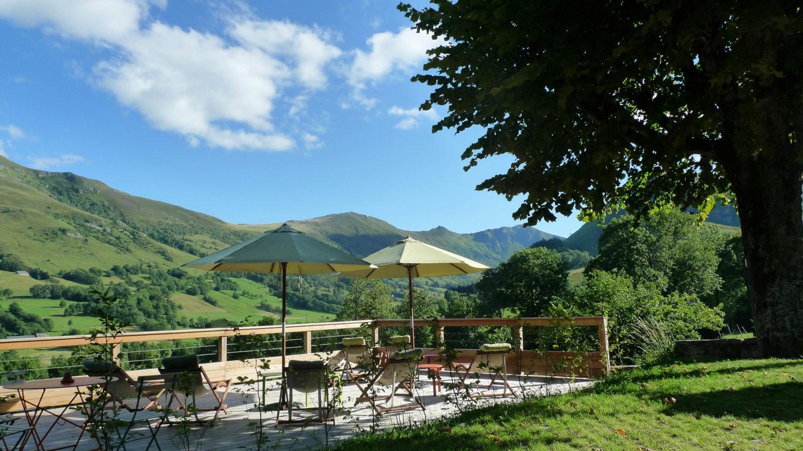 Profitez de la vue sur la terrasse du café gourmand. Photo ©Alta Terra