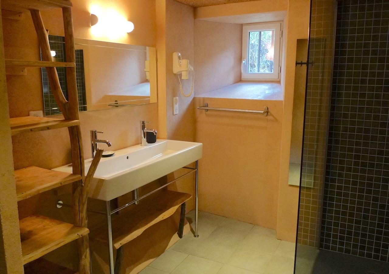 La salle de bain du Refuge. Photo ©Alta Terra