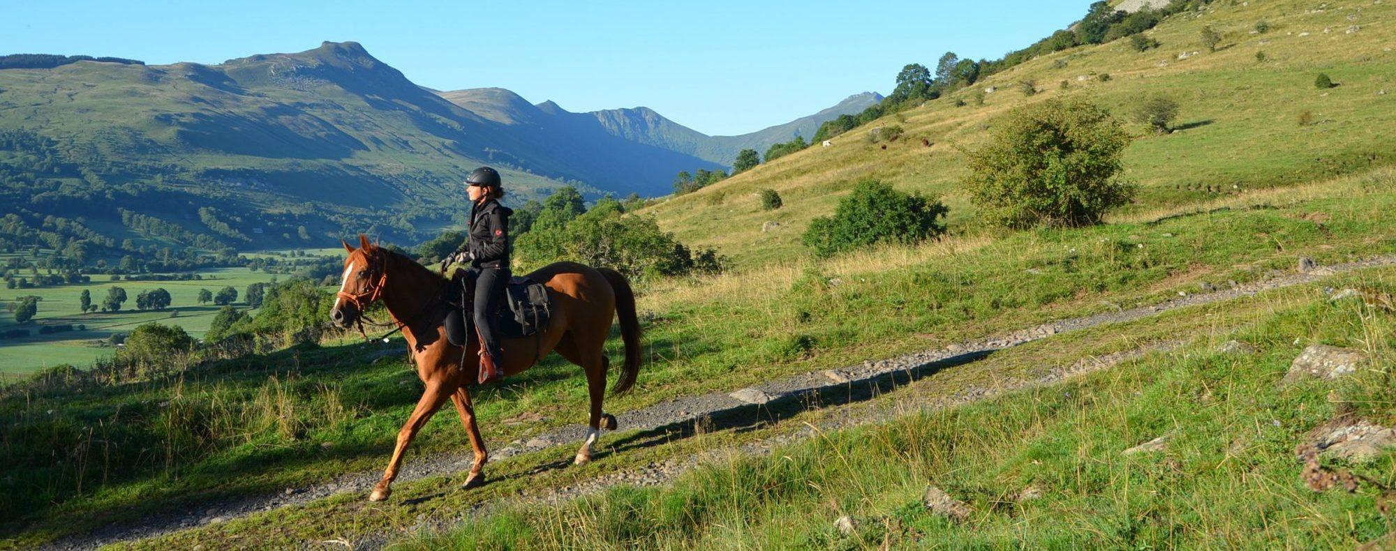 Equitation dans la vallée de la Santoire. Photo ©Alta Terra