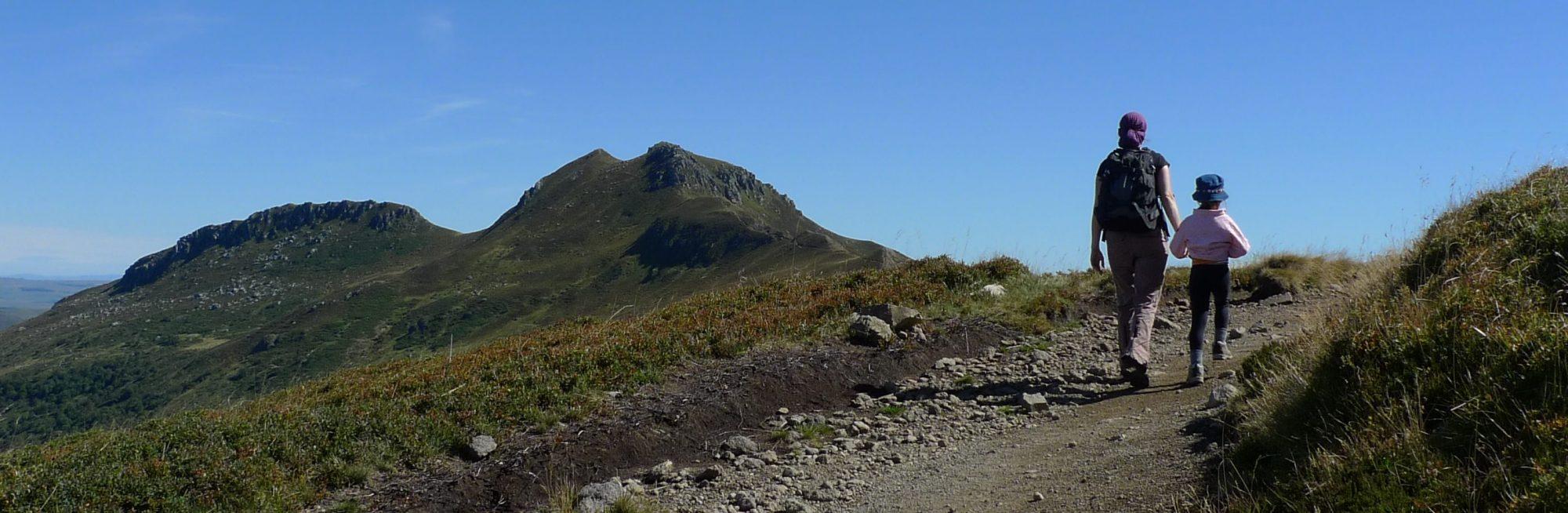 Rando sur les crêtes en direction du Peyre Arse. Photo ©Alta Terra